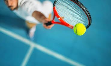 370x220_tennisarm_introbild